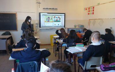 """Ecco i monitor touch acquistati nell'ambito del progetto """"Tecnologia per una didattica inclusiva nella scuola primaria"""" finanziato dalla Fondazione Caript con il bando """"Scuole in movimento"""" 2019"""